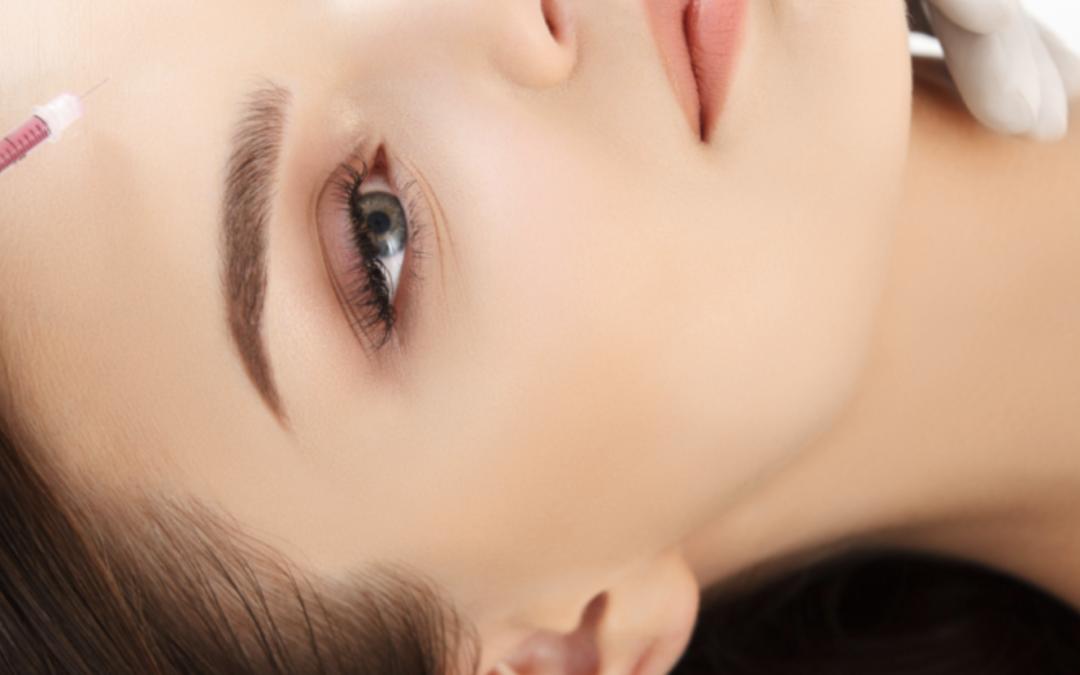 Anti-âge avec les injectables : programme de rajeunissement global du visage associant botox et acide hyaluronique