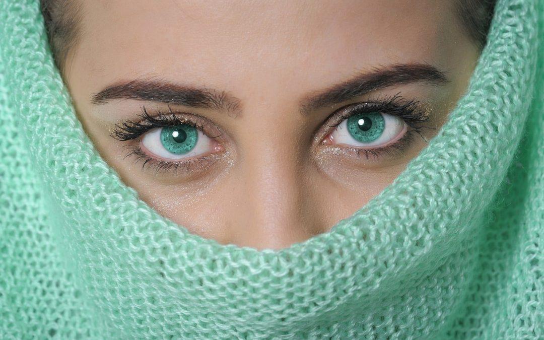 Comment traiter et prévenir le vieillissement du contour des yeux ?
